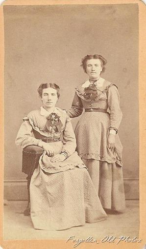CdV Prairie Dresses DL Antiques