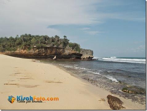 bermain ombak pantai watu kodok_04