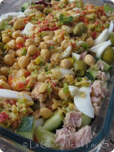 Ensalada de garbanzos en vinagreta de pimiento rojo (1)
