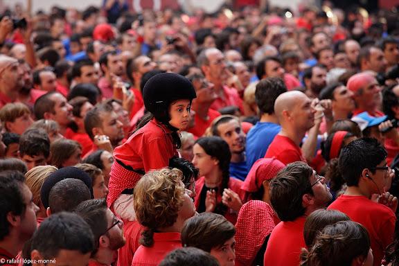 Colla Joves Xiquets de Valls, enxaneta.XXIIIe Concurs de Castells a Tarragona.Tarraco Arena Placa (antiga placa de braus).Tarragona, Tarragones, Tarragona