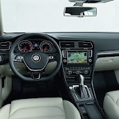 2013-Volkswagen-Golf-7-Interior-3.jpg