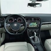 2013-Volkswagen-Golf-7-Interior-3.jpg