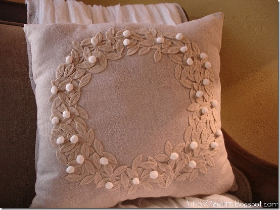 friday feature--pottery barn inspired laurel wreath throw pillow from dont disturb this groove blog