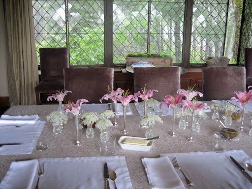 Single lily blossoms and Queen Anne's lace heads used en masse make for a striking display for a dinner table.
