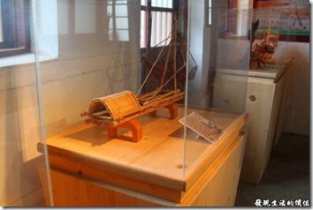 台南運河博物館內陳列許多先民的漁具模型還有解說。