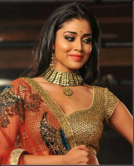 Shriya-Saran-Spotted-at-CCL-Curtain-Raiser-2