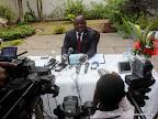 Au centre, Mbusa Nyamwisi, candidat à la présidentielle 2011, lors d'une conférence de presse. Radio Okapi/ Ph. John Bompengo