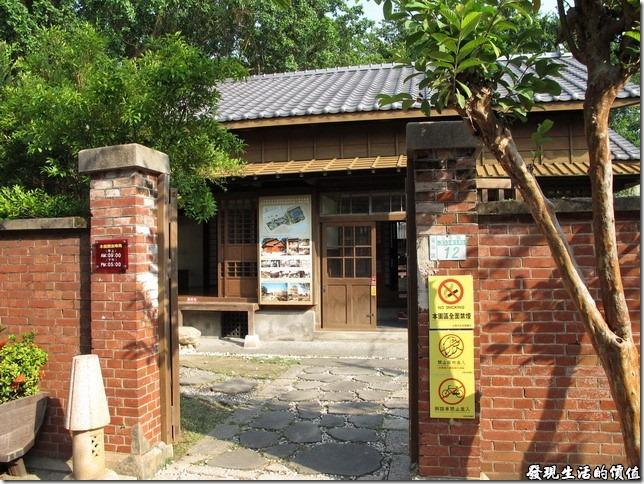 這棟台鹽日式建築有自己獨立的門牌號碼呢!地址是台南市安平區安北路233巷1弄12號。