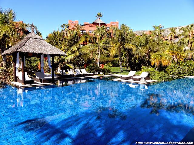 piscina-asia-gardens.JPG