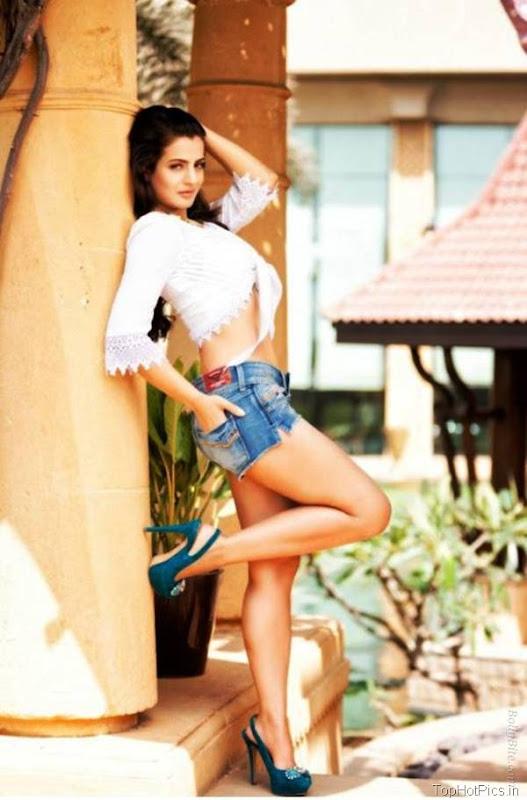 Amisha Patel Latest Hot Pics in Short Jeans 3