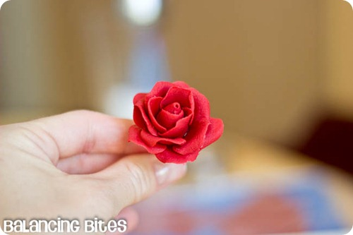 How to make small gumpaste roses (11)