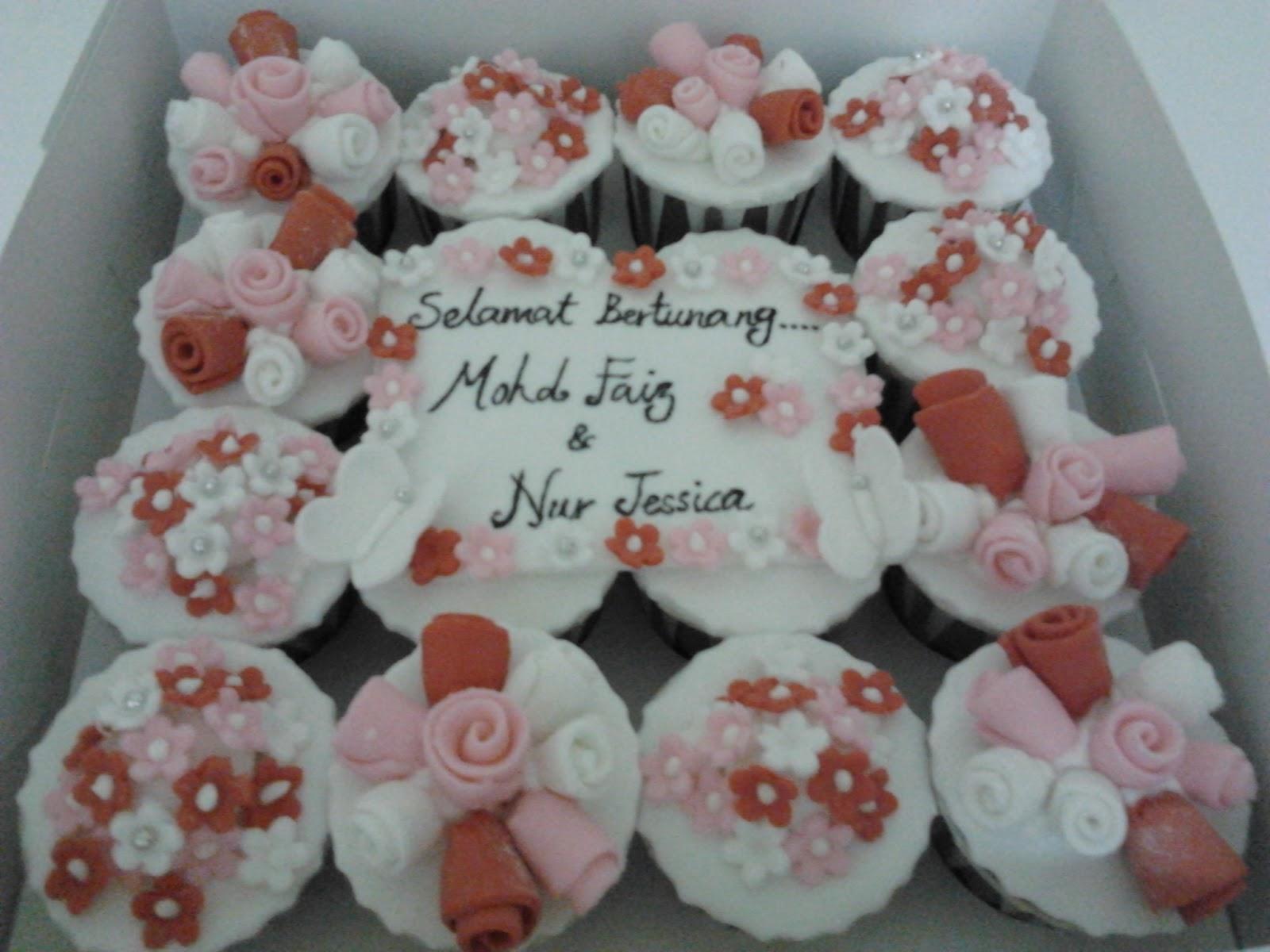 Fondant Cupcakes With Gumpaste Roses
