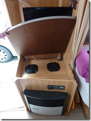 camping im norden autoradio im wohnwagen dethleffs 520 v einbauen. Black Bedroom Furniture Sets. Home Design Ideas
