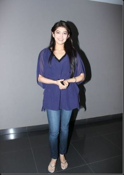 pranitha-spotted-at-hotel-5