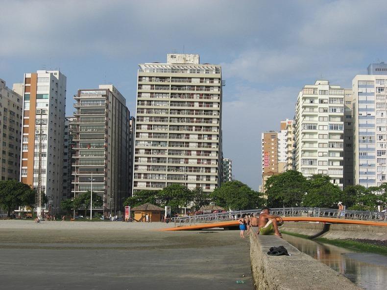 santos-leaning-buildings-4