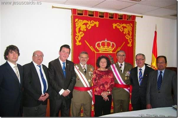 La Comisión de la cofradía con los Generales del Pozo y Conde de Arjona