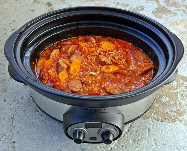 Salsiccia som fotbollsmat i Crock-Pot