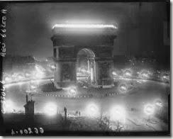 Arc de Triomphe illuminé funérailles maréchal Foch 1929_©GallicaBnFAgence Meurisse