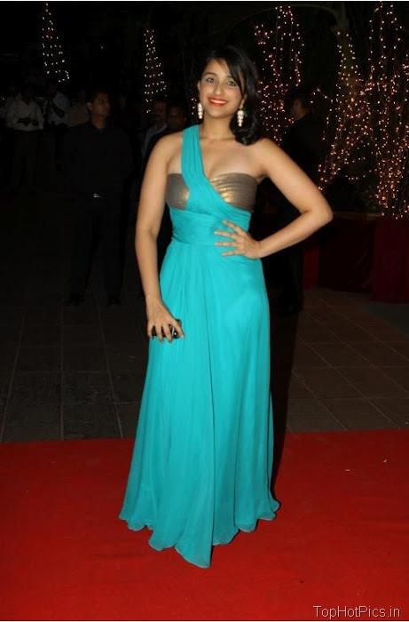 Parineeti Chopra Hot Navel Show Pictures 3