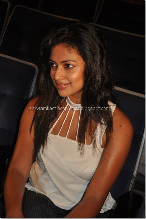 Vettai_amala_Paul_Hot_images (11)