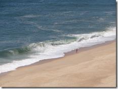 Le shore break de Nazaré vu d'en haut, déjà pas mal même pour une journée de mer plate...