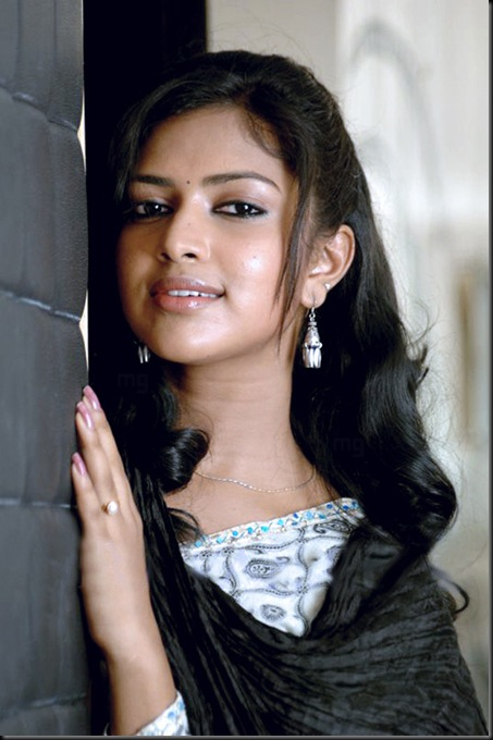 Amala Paul Vettai Movie Stills