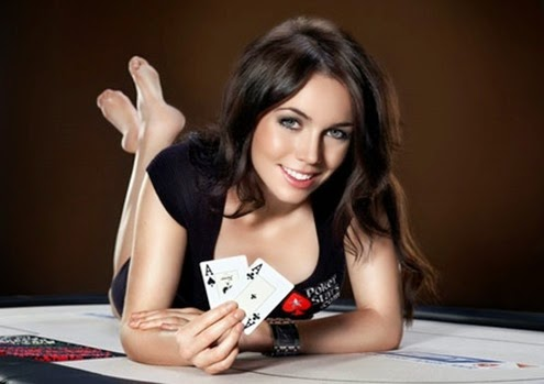 woman-playing-poker