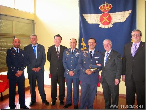 Foto de familia con el Coronel García Cifo, Comandante Colmenarejo y Capitán Yrayzoz