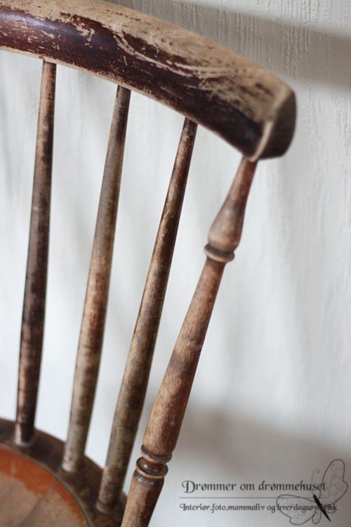 englebilde-og-gammel-stol2