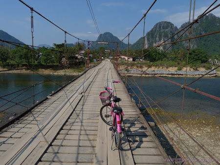 84. bicicleta pe pod.JPG