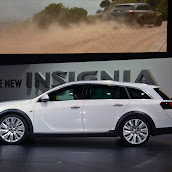 2014-Opel-Insignia-Country-Tourer-03.jpg