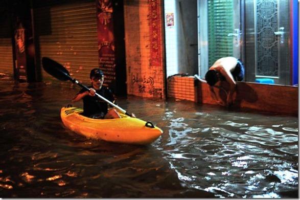 happy-flood-people-3