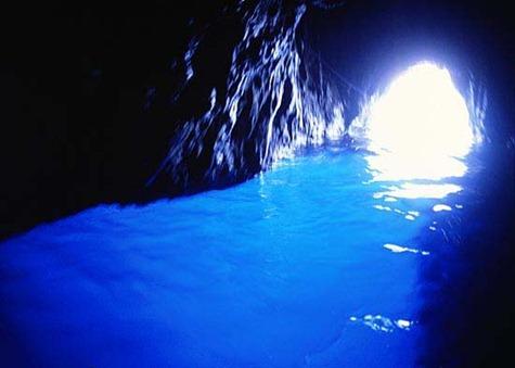 Gruta-azul-de-la-isla-de-Capri-Italia