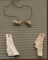 Colgantes con huesos de caballo y ciervo - Museo de Navarra