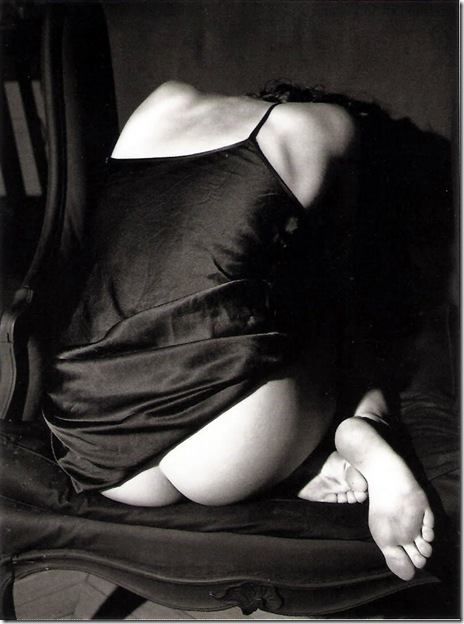Bettina Rheims_  Claudya roulée dans un fauteuil. Paris. 1987