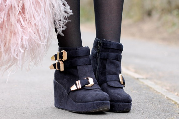 CHICNOVA BUCKLE BOOTS