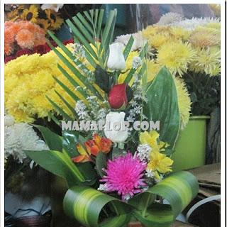 Arreglo Floral con tres Rosas