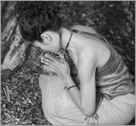young_asian_woman_kneeling_and_praying_rbk10010