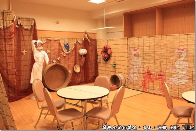 日本伊勢志摩市的近鐵水上別墅飯店(Hotel Kintetsu Aquavilla Ise-Shima),飯店內有個「海女小屋」,遊客可以在這裡坐著休息,看樣子這一代應該也盛產珍珠,有點像是大陸的珠海以漁女當象徵一般。