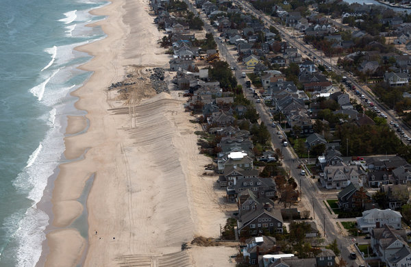 An aerial view of beachfront homes in Mantoloking, New Jersey. Photo: Richard Perry / The New York Times
