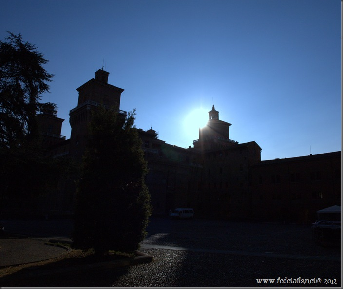 Alba sul Castello Estense, Ferrara, Italia - Sunrise on Castle Estense, Ferrara, Italy - Property and Copyright by www.fedetails.net