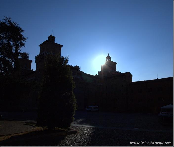 Alba sul Castello Estense, Ferrara, Italia - Sunrise on Castle Estense, Ferrara, Italy - Property and Copyright by www.fedetails.net
