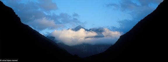 El Montardo d'Aran (2.833 m) i la vall de Valarties, vista des d'Arties, Naut Aran, Val d'Aran, Lleida2002.07