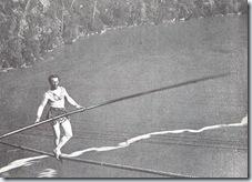 0630 Charles Blondin traverse les chutes du Niagara sur un câble tendu