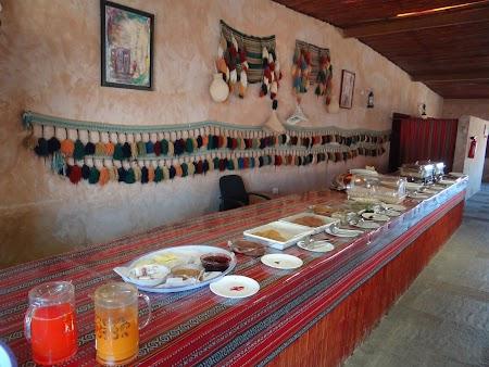 09. Mic dejun desert Oman.JPG