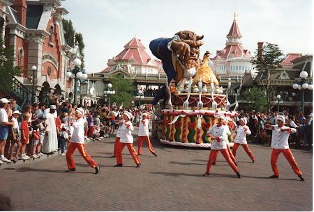 EuroDisneyland Paris - Disney Parade, frumoasa si bestia