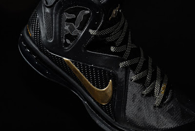 nike lebron 9 ps elite black gold away 11 03 kenlu LeBron 9 P.S. Elite White/Gold (Home) & Black/Gold (Away)