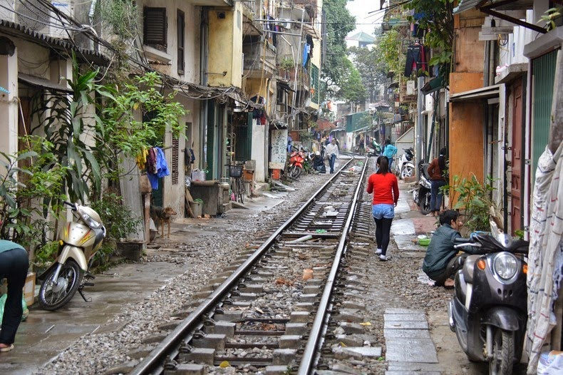 hanoi-train-track-14