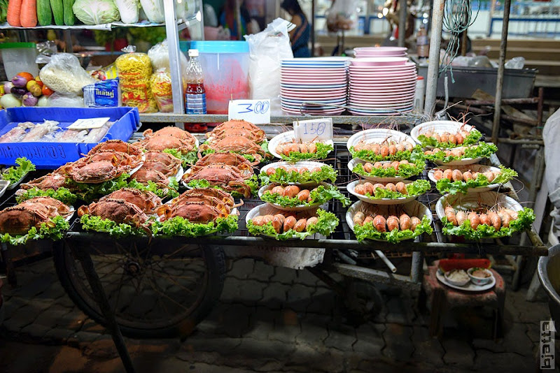 2557_Thailand_Pattaya_Jomtien_Night_market_at_beach-2