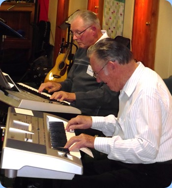 Ron Stanwell and Roy Steen playing at the Raglan Club Concert